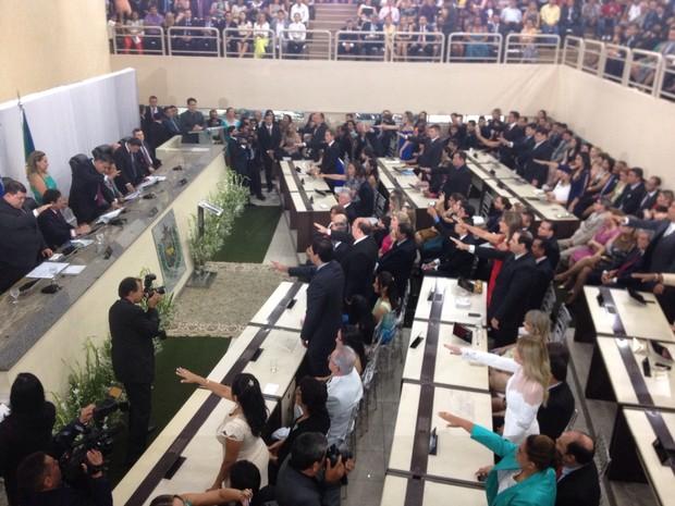 Posse dos 24 deputados estaduais aconteceu neste domingo (Foto: Abinoan Santiago/G1)