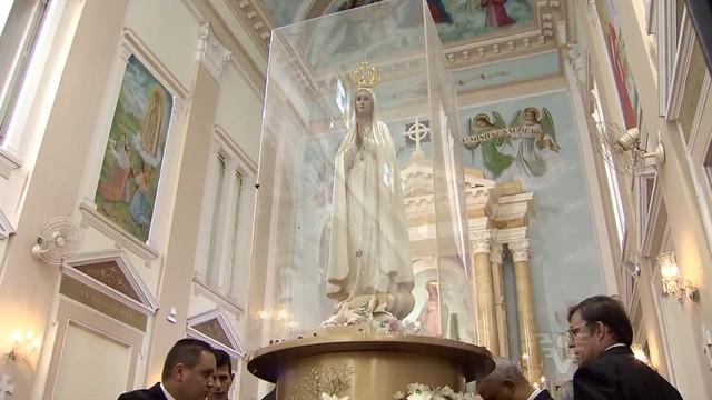 Imagem de Nossa Senhora de Fátima chega a Santos (Foto: Reprodução/TV Tribuna)
