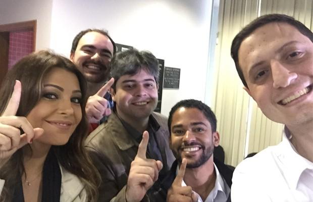 Cecília Ribeiro com a equipe do Salve Mais Um (Foto: Reprodução Redes Sociais)