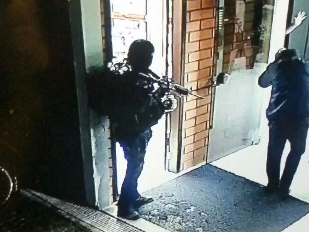 Crime aconteceu em empresa localizada na Zona Norte de Joinville (Foto: Polícia Militar/Divulgação)
