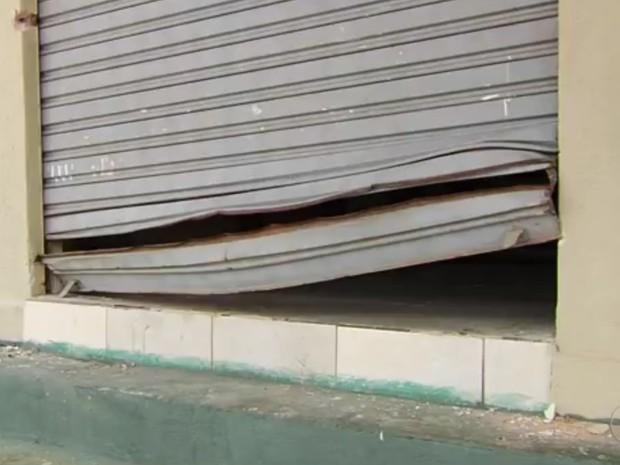 Igreja é arrombada e tem cofre furtado no Jardim Presidente, em Goiânia Goiás (Foto: Reprodução/TV Anhanguera)