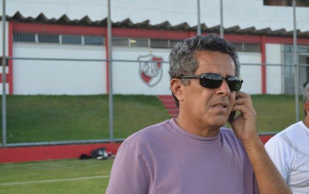 Ernando Rodrigues está tentando trazer Ailton Silva de volta (Foto: Felipe Martins/GLOBOESPORTE.COM)