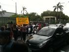 Donos de boates fazem protesto na sede da Prefeitura de Manaus
