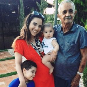 Wanessa com avô e filhos (Foto: Arquivo Pessoal)