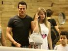 Susana Werner passeia com Julio César em shopping