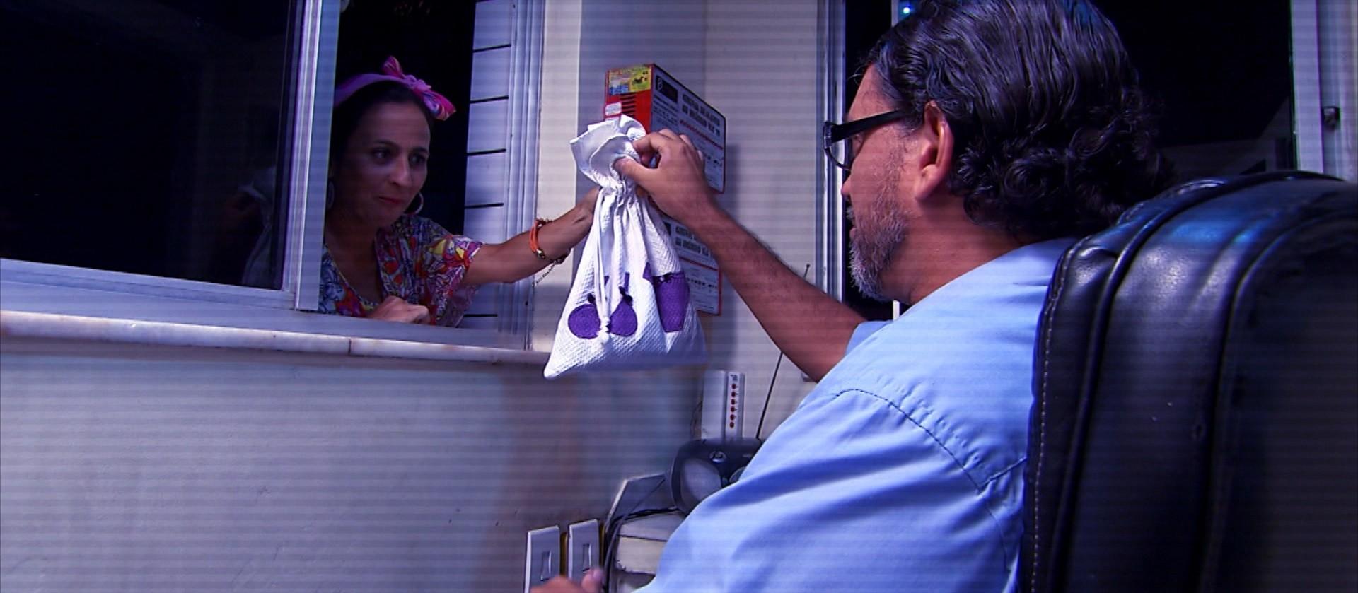 Maria Menezes e Maurício Oliveira interpretam moradora e porteiro no Mapas Urbanos (Foto: Divulgação)