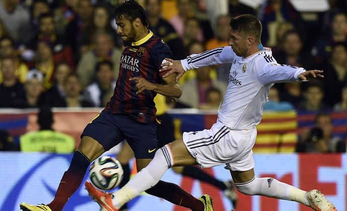 Neymar e Sérgio Ramos Barcelona x Real Madrid - Copa do Rei (Foto: AFP)