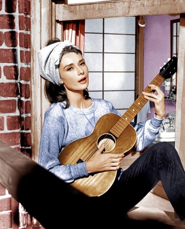 """Audrey Hepburn usa jeans em """"Bonequinha de Luxo"""" (Foto: Divulgação)"""