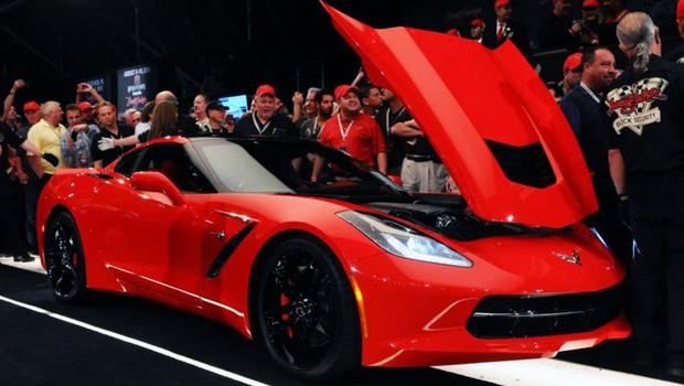 Primeiro Chevrolet Corvette Stingray é leiloado por US$ 1,1 milhão (Foto: Barrett-Jackson)