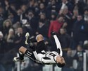 Hernanes faz golaço, Juventus passa fácil pelo Pescara e dispara na ponta