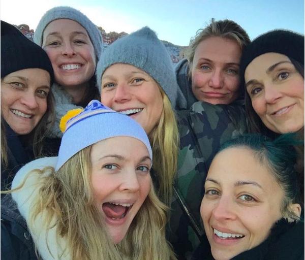 Drew Barrymore na companhia de amigas como Cameron Diaz, Gwyneth Paltrow e Nicole Richie (Foto: Instagram)