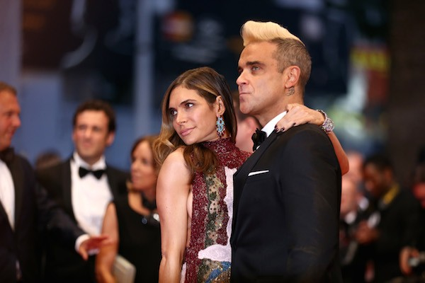 O músico Robbie Williams com sua esposa, a atriz Ayda Fields (Foto: Getty Images)
