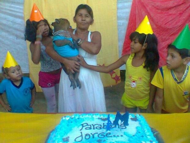 Família fez uma festa para a capivara há alguns dias (Foto: Arquivo pessoal)