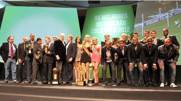 Todos os premiados na festa dos Melhores do Gauchão (Foto: Diego Guichard/GLOBOESPORTE.COM)