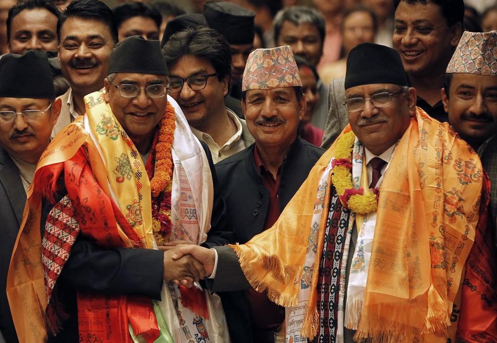 Sher Bahadur Deuba e Puspa Kamal Dahal (Foto: Reuters)