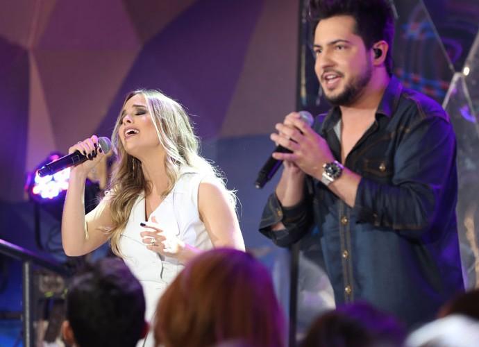 Thaeme & Thiago cantam grande sucesso de Sandy & Junior (Foto: Carol Caminha/Gshow)