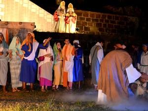 Batismo de João Batista na 26ª Paixão de Cristo de Piracicaba (Foto: Claudia Assencio/G1)