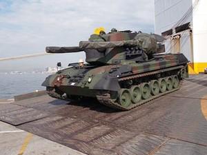Carros Gepard desembarcam no porto do Rio (Foto  Centro de Comunicação  Social do Exército 5a17588bc07