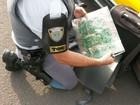 Polícia apreende pasta base de cocaína em fundo falso de malas