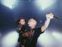 Chris Brown leva a filha para o palco e encanta fãs: 'Muito fofa'