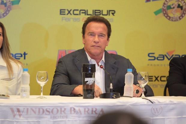Arnold Schwarzenegger em coletiva no Rio (Foto: Marcello Sá Barreto / AgNews)