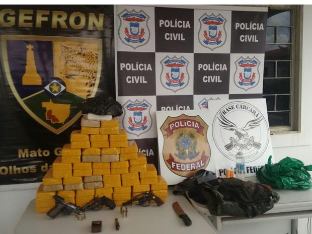 Os três faziam o transporte da droga em bicicletas na BR-070, em Cáceres (MT) (Foto: Gefron/Divulgação)