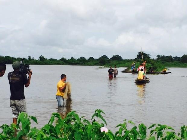 Pescadores e familiares retomaram as buscas nesta sexta-feira (10) (Foto: Paulo Ricardo / Divulgação)