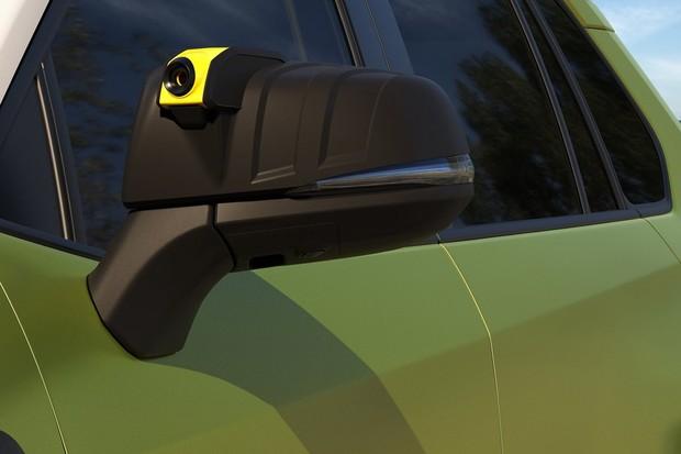 Câmera no retrovisor tem visão infravermelha para filmagens à noite (Foto: Divulgação)