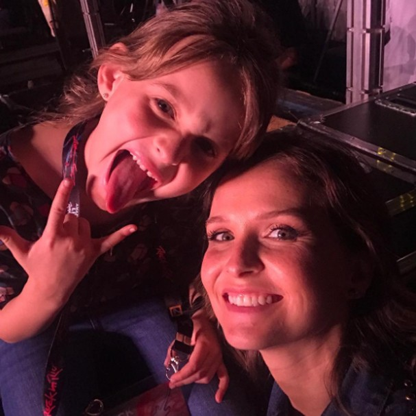 Fernanda Rodrigues e a filha no Rock in Rio (Foto: Instagram/Reprodução)