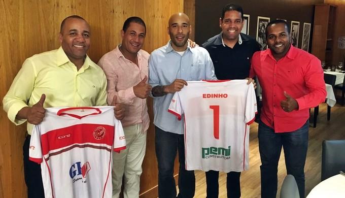 Edinho, filho de Pelé, assinou com o Tricordiano (Foto: Divulgação Tricordiano)