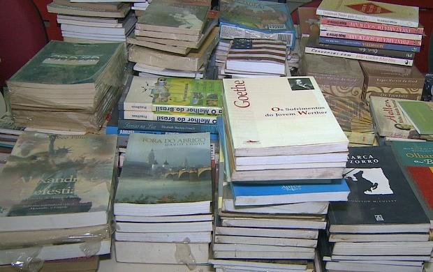 Empresário doa milhares de livros para biblioteca municipal de Porto Velho (Foto: Rondônia TV)