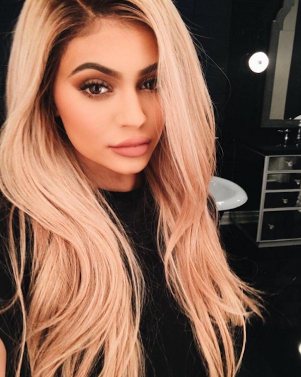 Kylie Jenner Fica Loira Como Kardashian E Fãs Elogiam