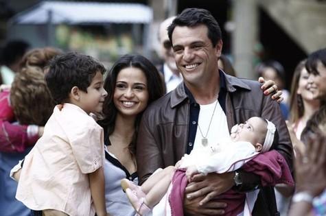 Final feliz para Morena e Theo em 'Salve Jorge' (Foto: TV Globo)