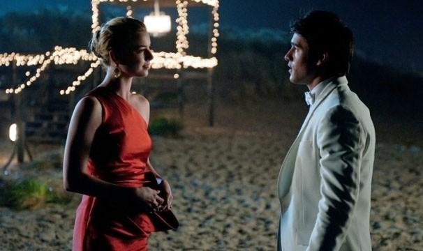 Daniel quer que Emily fuja com ele para França (Foto: Divulgação / Disney Media Distribution)