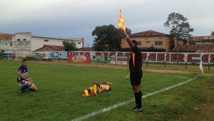 Árbitro Fernando Gomes na partida entre Interporto e Tocantins (Foto: Vilma Nascimento/GloboEsporte.com)