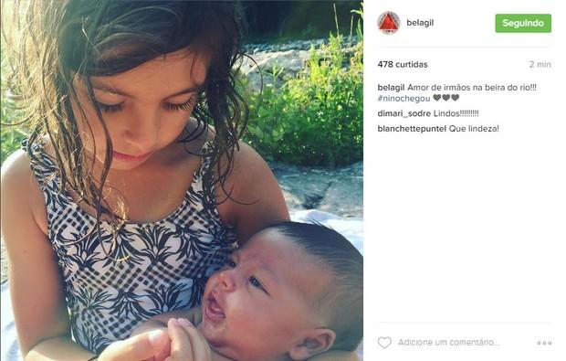 Flor e Nino, filhos de Bela Gil (Foto: Reprodução/Instagram)