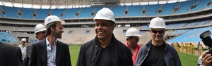 Ronaldo 'curioso' visita a Arena: 'A avalanche vai ser aqui?' (Divulgação/Grêmio)