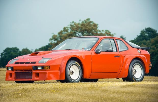 O 924 GTR é a versão mais esportiva do clássico Porsche (Foto: Divulgação)