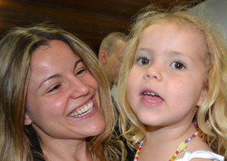 Fantine com a filha (Foto: Reprodução/Reprodução)