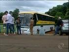 Passageiros são presos em bagageiro de ônibus durante assalto