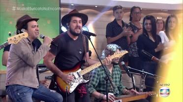 Rodrigo, da banda Suricato, e Paulinho Moska cantam 'Quantas Vidas Você Tem?'