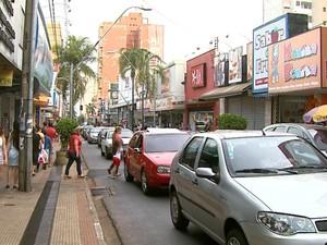 Comércio prevê abrir 500 vagas para trabalhos temporários em Araraquara (Foto: Paulo Chiari/EPTV)