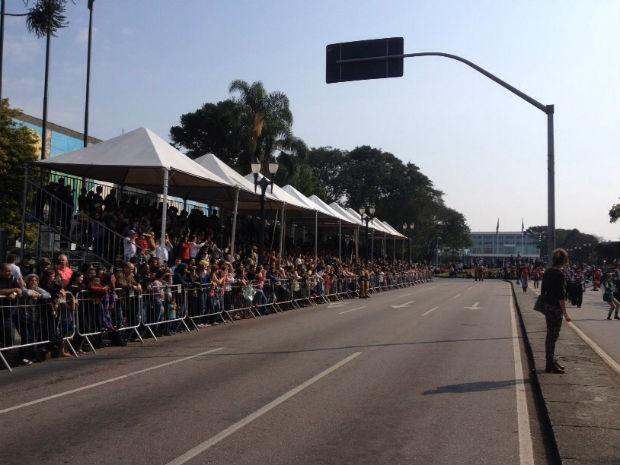 Desfile em Curitiba contou com tempo bom e milhares de pessoas  (Foto: Ana Zimmerman / RPC )
