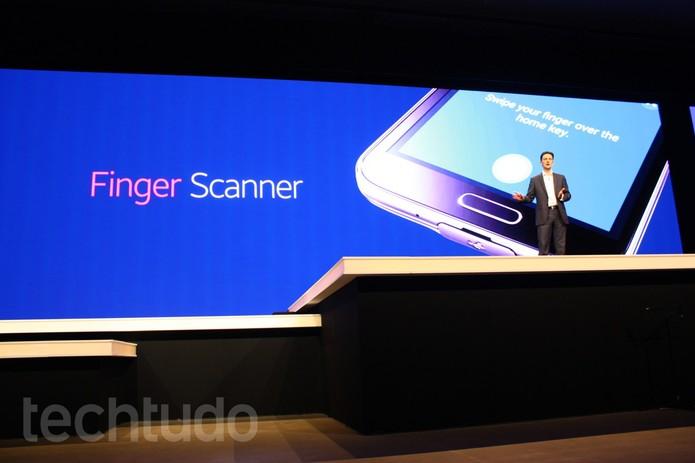 Galaxy S5, da Samsung, tem novo leitor de digitais (Foto: Allan Melo / TechTudo)