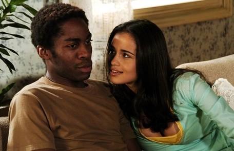 Com Lázaro Ramos em cena de 'Cobras e lagartos', novela de João Emanuel Carneiro que marcou sua estreia na TV, em 2006 TV Globo