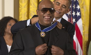 Obama concede Medalha da Liberdade a Stevie Wonder
