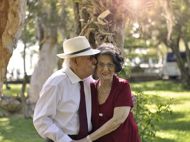 A cor vinho foi escolhida para representar as bodas de 70 anos  (Foto: Alessandro Darabas/Divulgação)
