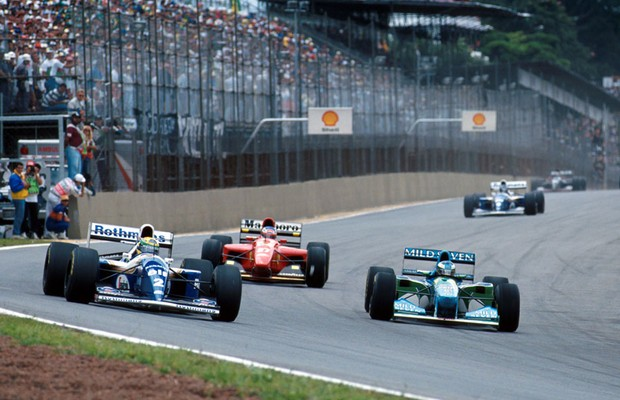 Senna e Schumacher dividem o S do Senna no GP do Brasil de 1994 (Foto: Divulgação)