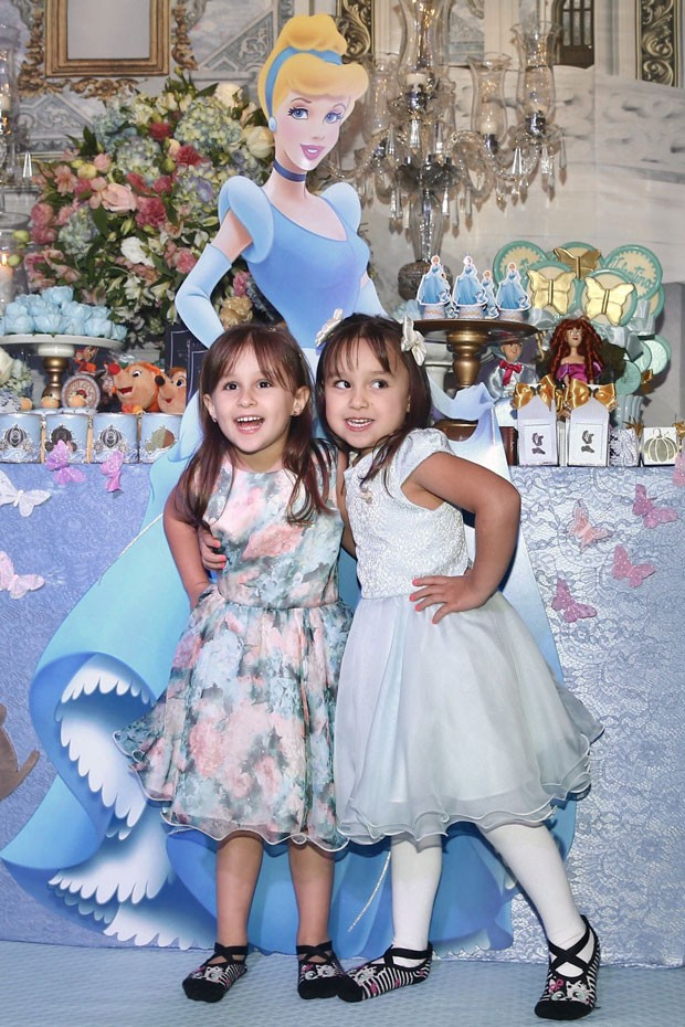 As gêmeas Maya e Kiara, filhas de Natália Guimarães e de Kiko do KLB (Foto: Brazil News / Manuela Scarpa)