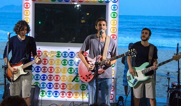 Banda carioca é conhecida por misturar pop, rock, groove, soul e tem como influência musical Caetano Veloso, Tim Maia, Los Hermanos e Radiohead (Foto: Divulgação/ TV Globo)